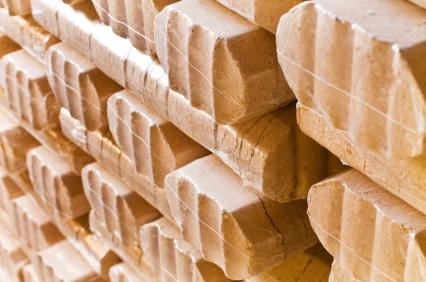 Holzbriketts: Herstellung, Heizwert, Kosten